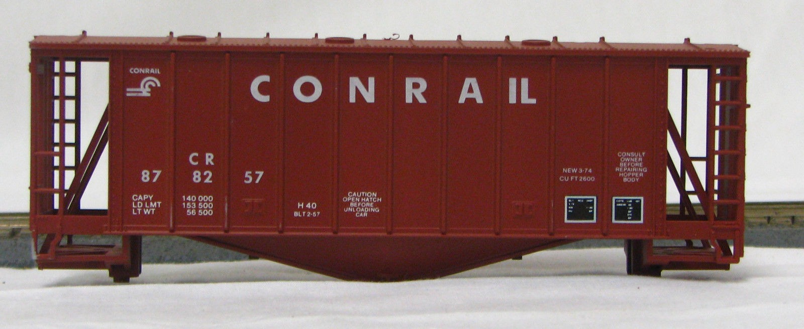 HO 2600 Cu Ft Airslide Covered Hopper (Kit) Conrail (1960's) (01-9715)