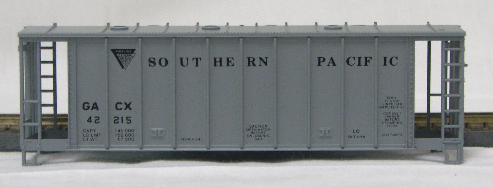 HO 2600 Cu Ft Airslide Covered Hopper (Kit) Southern Pacific (01-9703)