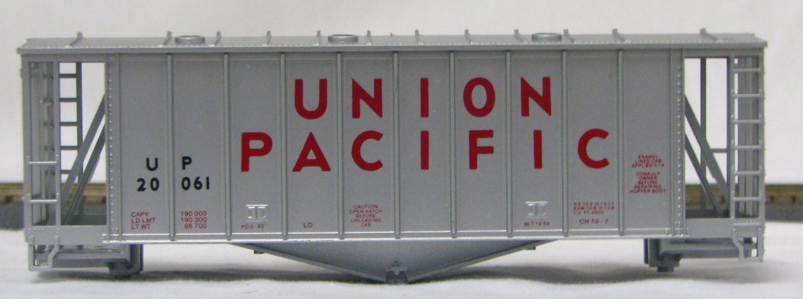 HO 2600 Cu Ft Airslide Covered Hopper (Kit) Union Pacific (1960's) (01-9717)