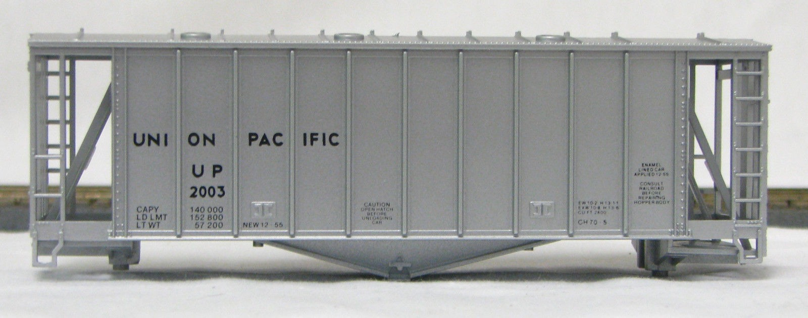 HO 2600 Cu Ft Airslide Covered Hopper (Kit) Union Pacific (original) (01-9716)
