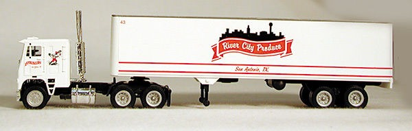 HO River City Produce 18 Wheeler (4-1100)