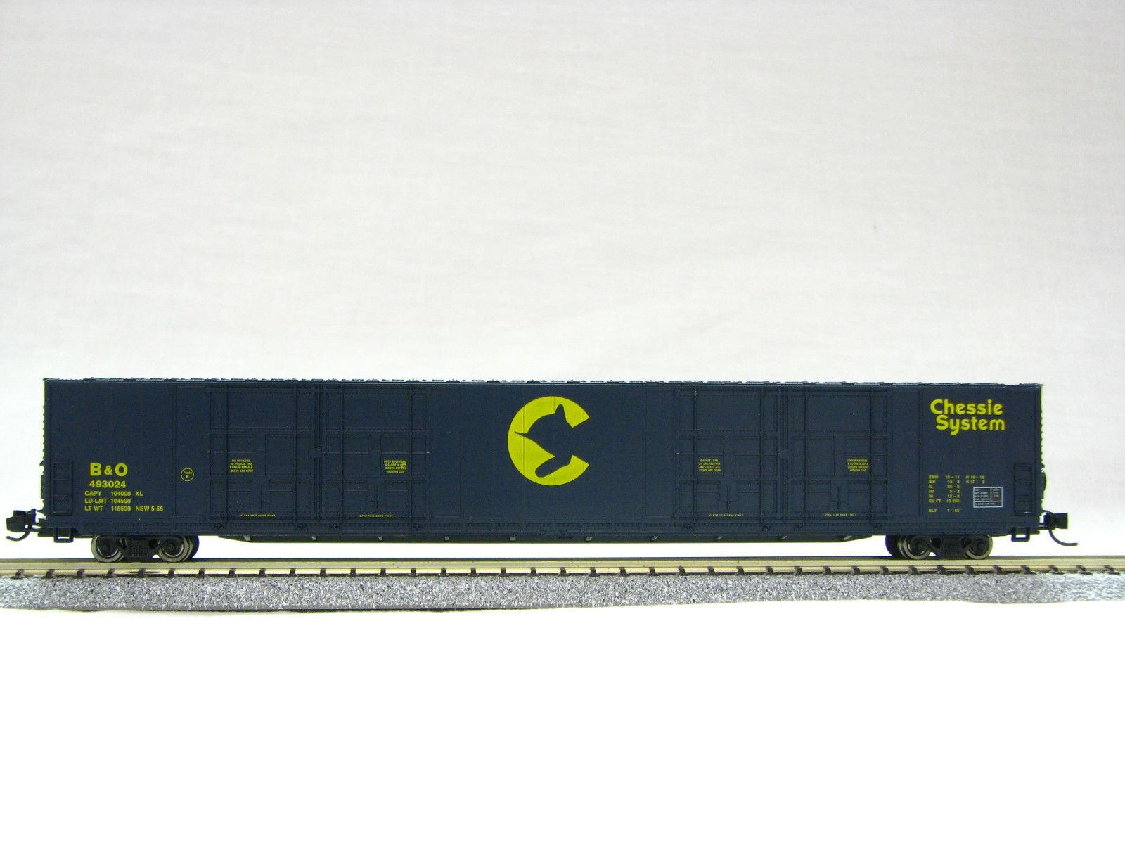 N Scale 8 Door 85 Ft Hi-Cube, Chessie System (with MT couplers) 01-014635