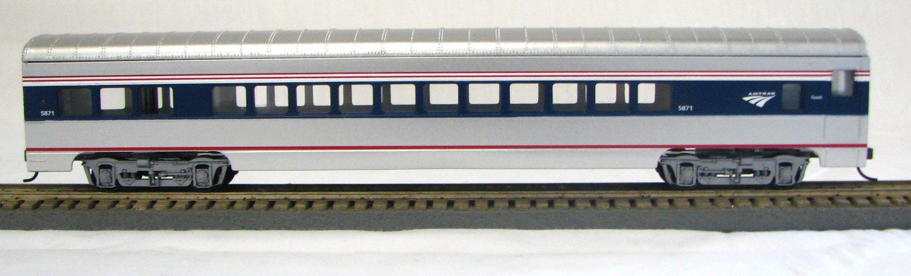 HO 72 Ft Passenger Car Coach #5869 Amtrak Phase 4b (Amtrak Wave logo) (1-094700)