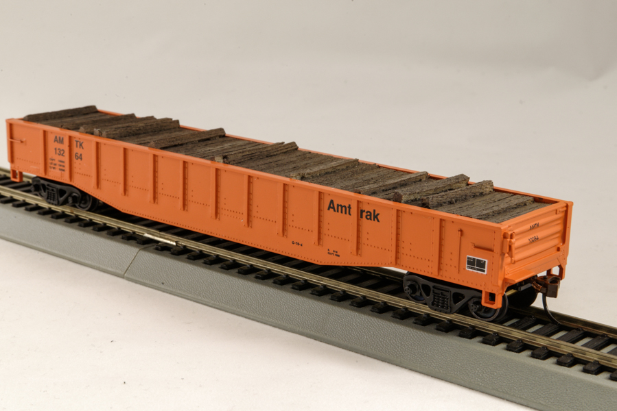 """HO"""" Canadian National Train 54 Ft Pulpwood Flat Cars with simulated"""