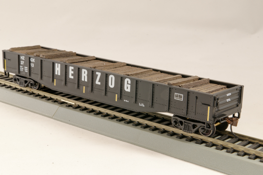 HO Gondola /with Resin Tie Half load Herzog Railway - Black. (02)