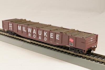 HO Gondola /with Resin Tie Half load  Milwaukee  Railway - Black. (02)