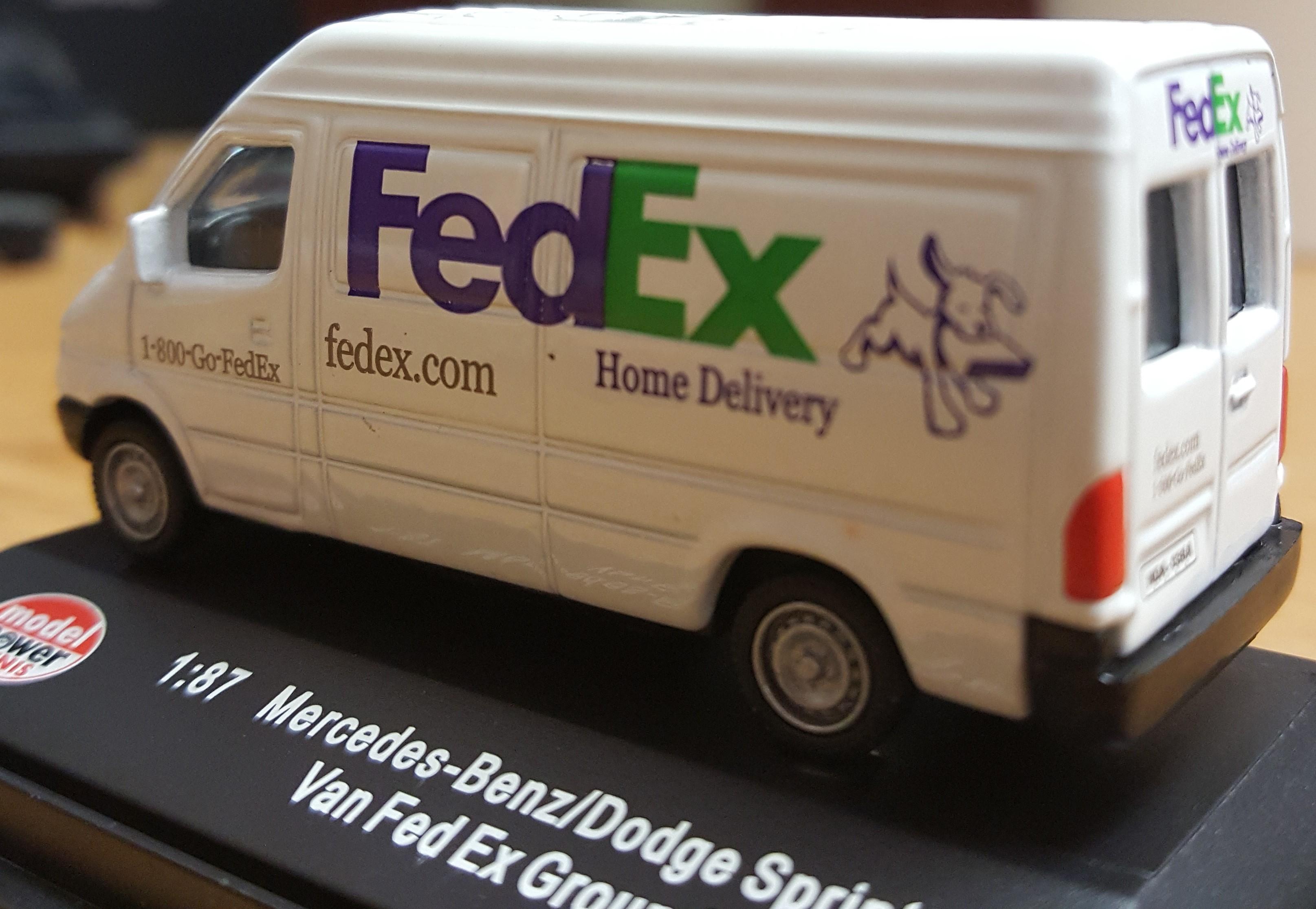 HO Model Power Dodge Sprinter Van Mercedes-Benz FEDEX HOME DELIVERY